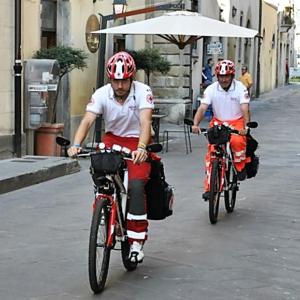 Servizi di assistenza sanitaria in mountain bike equipaggiate BLS-D